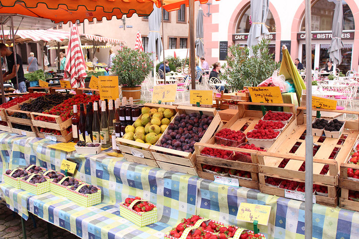 experience the lively cathedral market in the heart of the old town